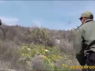 Tiukka latinan kimberly gates gets nailed mukaan patrol agent