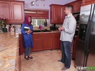 Gjoksmadhe arab adoleshent gets një nxehtë spermë filling
