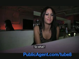 Publicagent vakker brunette barmaid gets knullet bak den bar