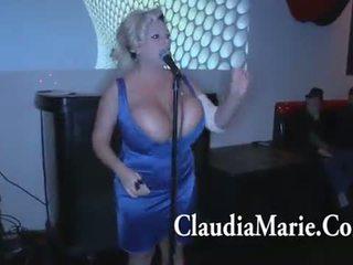 Besar tetek claudia marie singing dan kemudian kacau oleh bbc