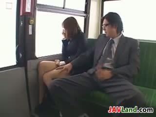 日本语 女孩 吸吮 公鸡 在 该 总线