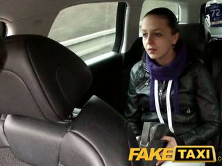 Faketaxi zasačeni na camera s ji knickers navzdol