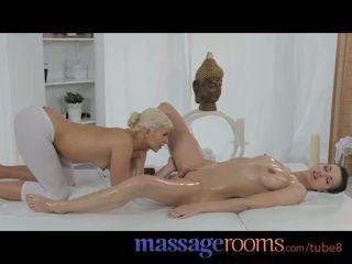 Masaj rooms draguta adolescenta masseuse pleasures lesbian femeie cu oily fingers