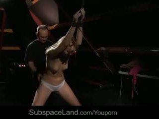 Jung unterwürfig flittchen tied waxed greedy tief in den hals schwanz gebohrt video