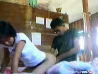 Thai babe premature creampie