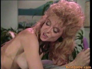 Retro lesbian licking mereka ketat puss