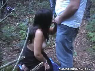 Hustru sucks off strangers vid highway vila område