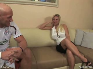 Hot pirang mom aku wis dhemen jancok asu sucks young studs huge boner