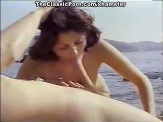 Klasika porno par seksuālā meitene par the seashore