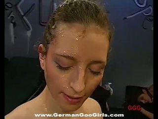 Vācieši goo meitenes: trīs tīņi veikt a bunch no cocks uz viņu holes
