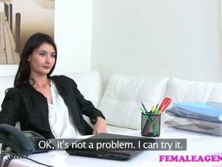 Femaleagent agent fucks ร้อน การช่วยตัวเอง แบบ ด้วย ใหญ่ ดิลโด้