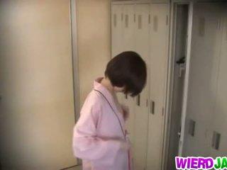 Wierd japan: süß asiatisch babes getting ihre brüste examined.