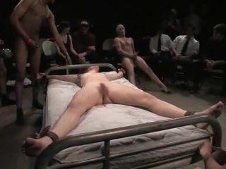 Bondaged babe gets misbruikt