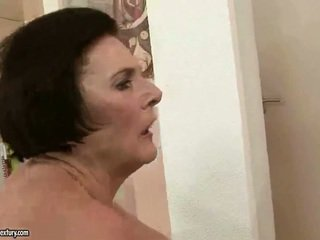 चब्बी ग्रॅनड्मा enjoying नॅस्टी सेक्स