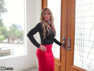 Slutty milf surprises daughters boyfriend in douche