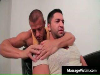 Uzbudinātas bezmaksas gejs masāža porno 1 līdz massagevictim