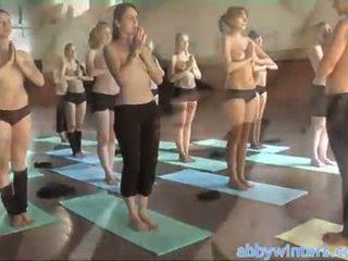 Naken yoga