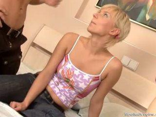 Mladý miláček je pleasuring two coarse sportovci