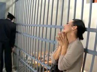 Video 594 prisoner sieva jāšanās