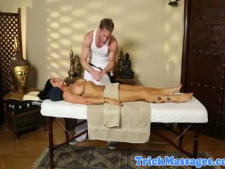 Massage loving brunette poesje touched