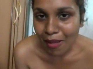 Aunty 입욕 에 앞 의 그만큼 camera 과 massing 그녀의 큰 바보