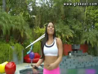 Sexy latin adrianna luna est baisée par son trainer