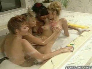 Anna malle a tiffany mynx na a nezbedný bublina koupelna session s někteří girlfriends