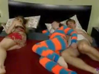 Molly jane in neuken daddy terwijl mama sleeps