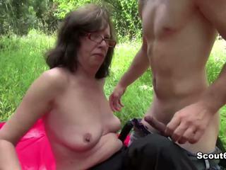 Tysk mamma fanget utendørs og faen av unge gutt