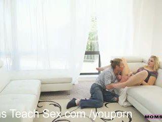 Възбуден стъпка мама gives а lesson в чеп смучене
