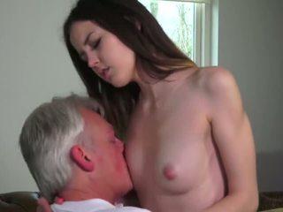 Innocent babe knullet av grandfather - porno video 771