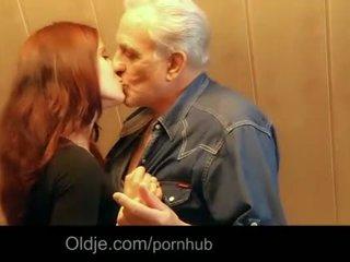 Vectēvs gets seksuāls thanks no hussy rūdmataina pusaudze