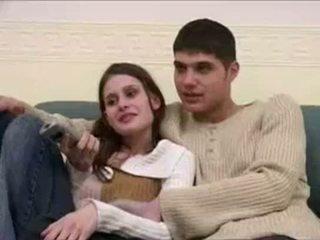 Naine sunnitud sisse front kohta tema boyfriend