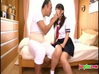 Japoniškas innocent mokinukė seduced iki senas bjaurus dėdė