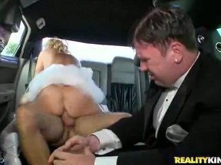 Rampant milf rides haar moist pus.