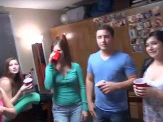 koledža, piedzēries, partija
