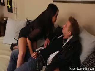 esmer, büyük göğüsler, oral seks