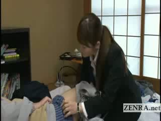 Japan milf sextoy saleswoman gives oud klant een pijpen