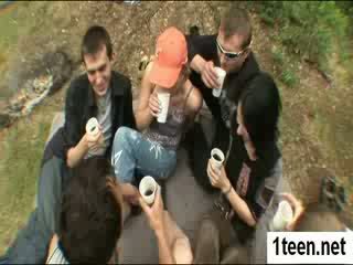 Alluring teenie getting gaped težko