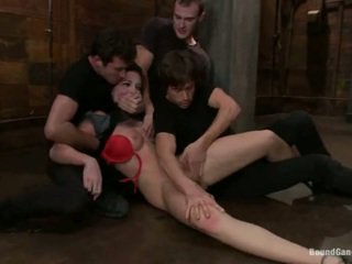 Aria aspen has her göt hole used in gang bang performance