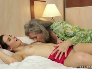 pissing, abuelita, lesbiana