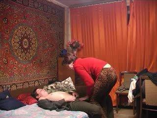 Russisch rijpere mam en haar jongen! amateur!