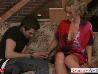 Beauty mama julia ann gets velika prsi jizzed