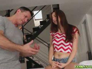Elektra masahe kanya step dad