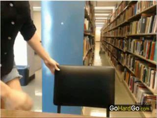 Stripping in publiek bibliotheek verborgen camera