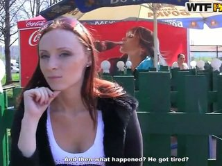 Margot exhibits αυτήν πονηρό bits και touches για λεφτά