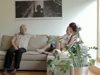 Uzbudinātas vecs vīrietis fucks son's draudzene