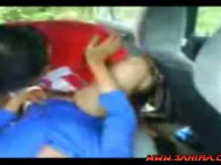 Indonēzieši painful jāšanās uz a automašīna