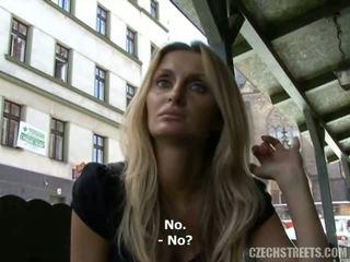 České streets - lucka fajčenie video
