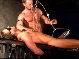 Siksaan alat kelamin pria vacuum memompa, seks mengikat tubuh dengan 2 studs.